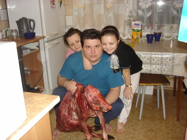 Russian sniper cat fed this family of three for 2 weeks with what it brought back from that day's hunting trip